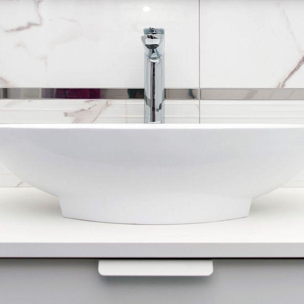 Formas sencillas y útiles para eliminar la cal de grifos, mamparas y lavabos