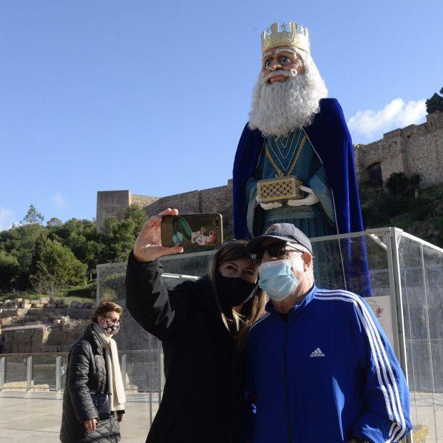 EuropaPress 3497029 ayuntamiento malaga informa figuras gigantes reyes magos instalan centro