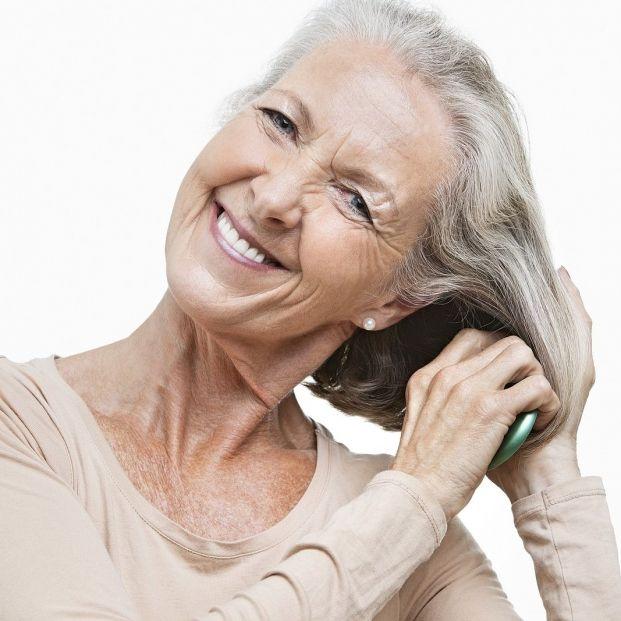 Cepillar el pelo cada noche (bigstock)