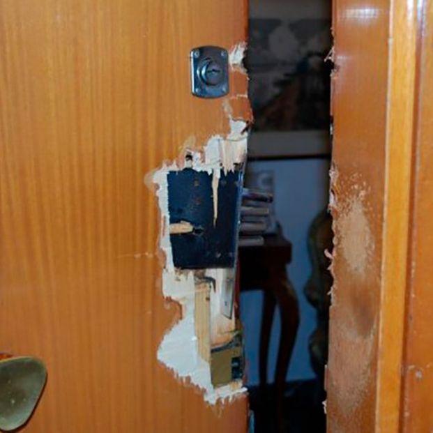 La Guardia civil alerta de lo que hay que hacer si te encuentras tu puerta así