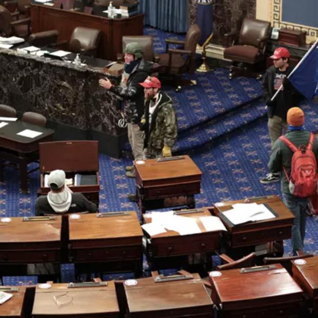 Manifestantes a favor de Trump asaltan el Capitolio durante la verificación de la victoria de Biden