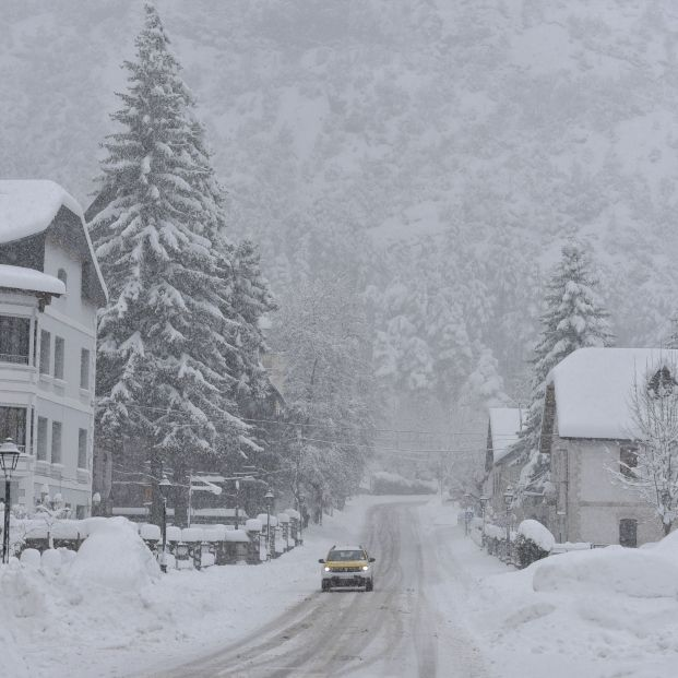 Cómo conducir con hielo o nieve: trucos para no salirte de la carretera