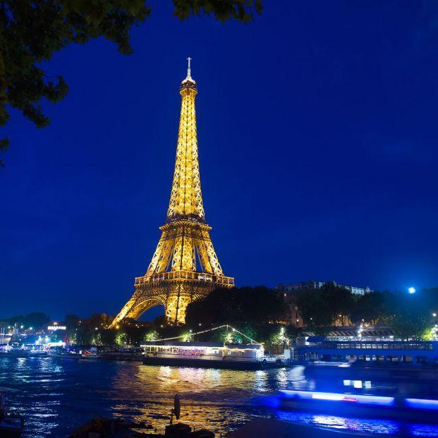 Imagen nocturna de la Torre Eiffel