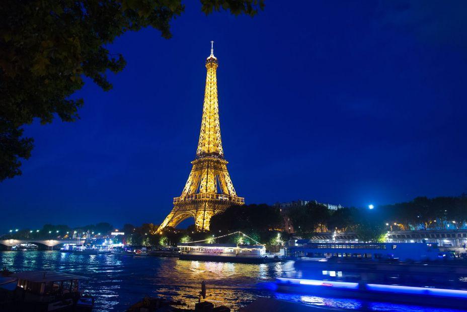 Imagen nocturna de la Torre Eiffel (bigstock)