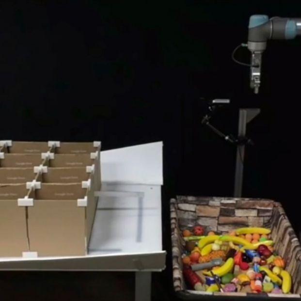 Google desarrolla un robot capaz de agarrar y lanzar objetos con más precisión que un humano