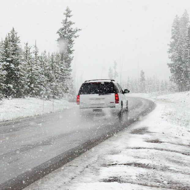 La DGT avisa: esto es lo que hay que hacer en caso de hielo o nieve en la carretera