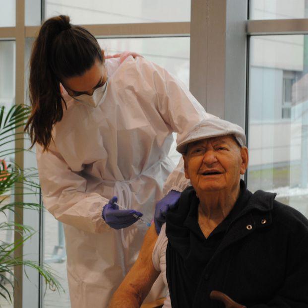 La Fiscalía de Valencia investigará a tutores legales de residentes que se opongan a su vacunación.  Foto: Europa Press