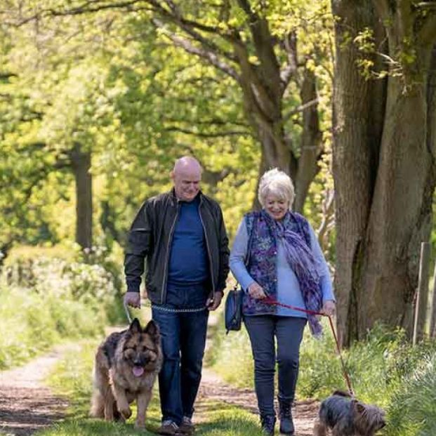 Este viernes se estrena '23 paseos', una historia de amor entre dos jubilados