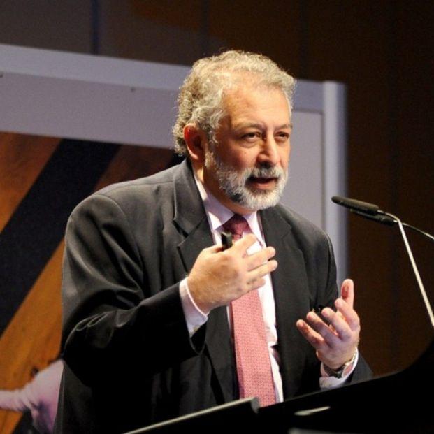 """El exdirectivo de la OMS Daniel López Acuña: """"No es de recibo el ritmo de vacunación"""""""