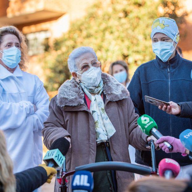 Covid: La segunda dosis llega a las residencias, pero la vuelta a la normalidad no será inmediata