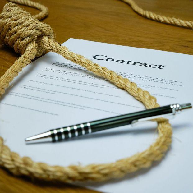 Cláusulas abusivas: lo que no se debe firmar (Foto Bigstock)