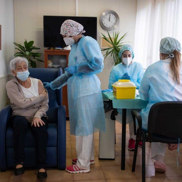 Otro juez obliga a vacunar a una mayor en una residencia pese a la negativa de sus familiares  Foto: Europa Press