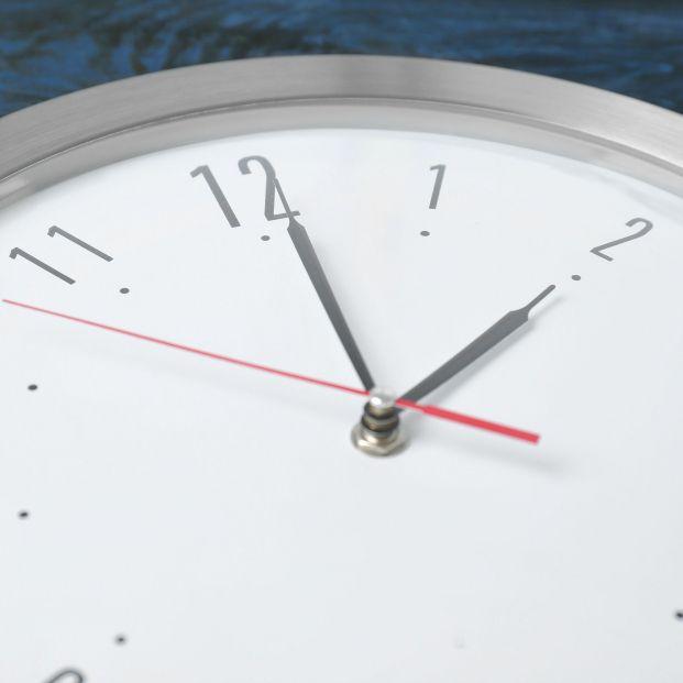 Cuándo se cambia la hora y en qué puede afectar a las personas mayores