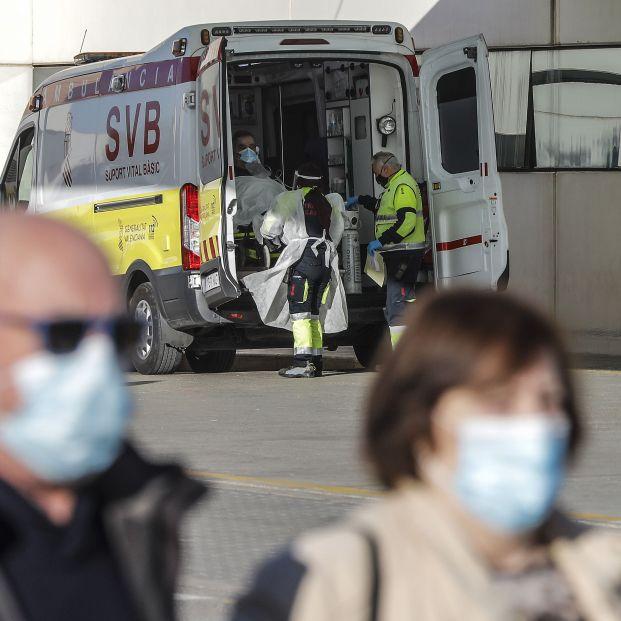 """Los enfermeros alertan: """"Aumentan los contagios y los ingresos y las plantillas no se refuerzan"""""""