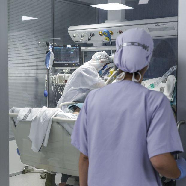 Triaje en la tercera ola: ¿Los mayores de 80 con coronavirus ya no ingresan en las UCI de Granada?