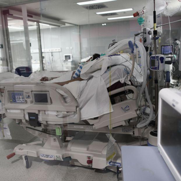 EuropaPress 3526505 enfermo cama uci hospital emergencias isabel zendal madrid espana 20 enero