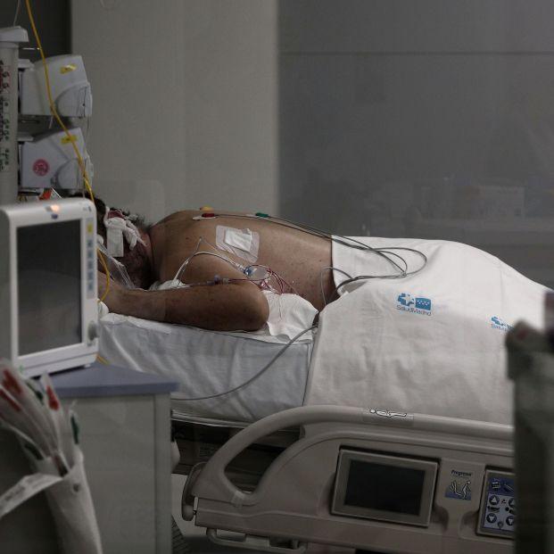 EuropaPress 3526502 enfermo cama uci hospital emergencias isabel zendal madrid espana 20 enero
