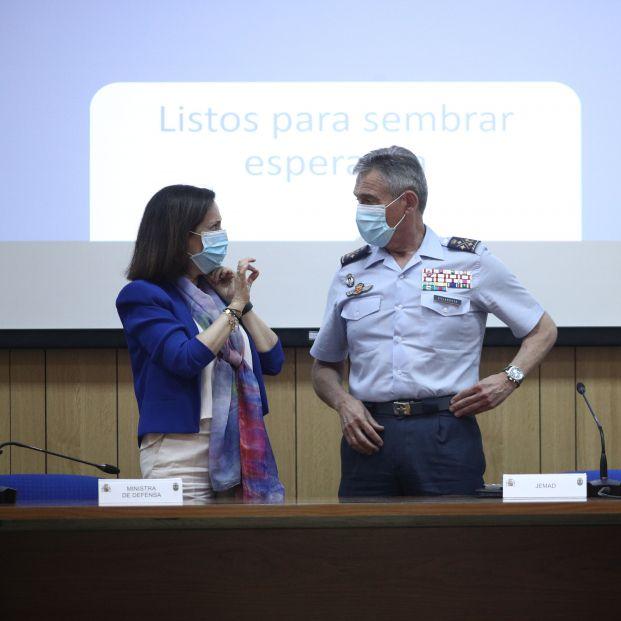 Robles pide explicaciones al JEMAD tras conocer que ha sido vacunado contra el coronavirus