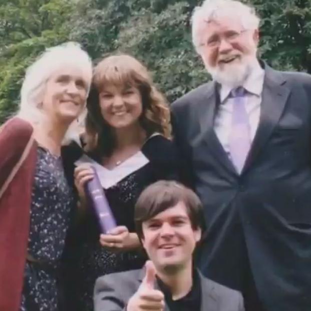 Jo Cameron y su familia