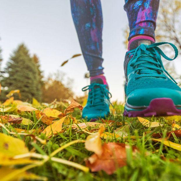 Caminar una hora al día mejora la calidad del sueño