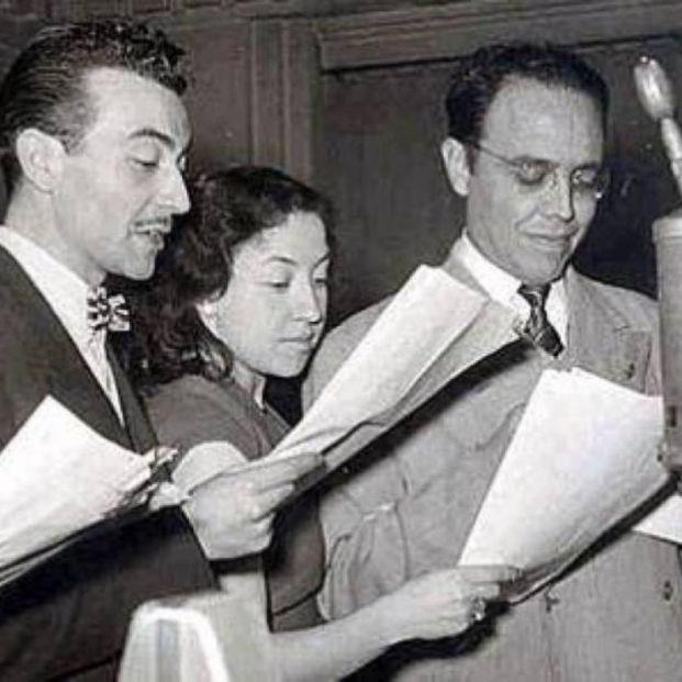 Actores de radio grabando La Saga de los Porretas (Cadena SER)