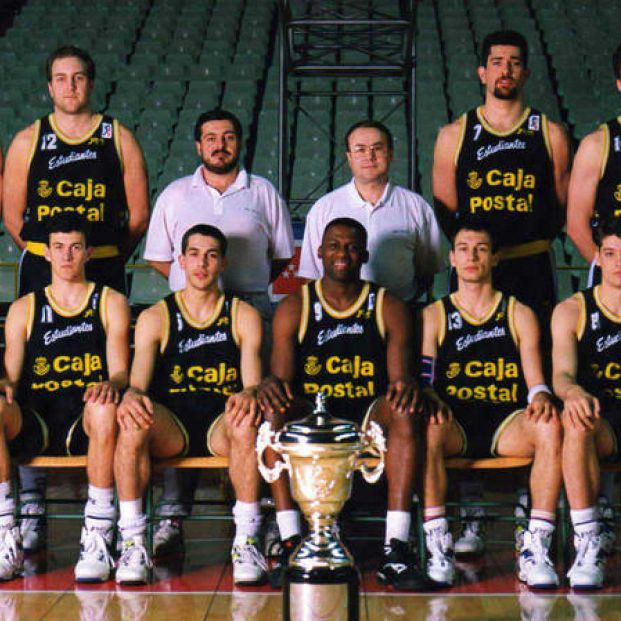 Estudiantes con varios jugadores míticos campeones de Copa en 1992 (RTVE)