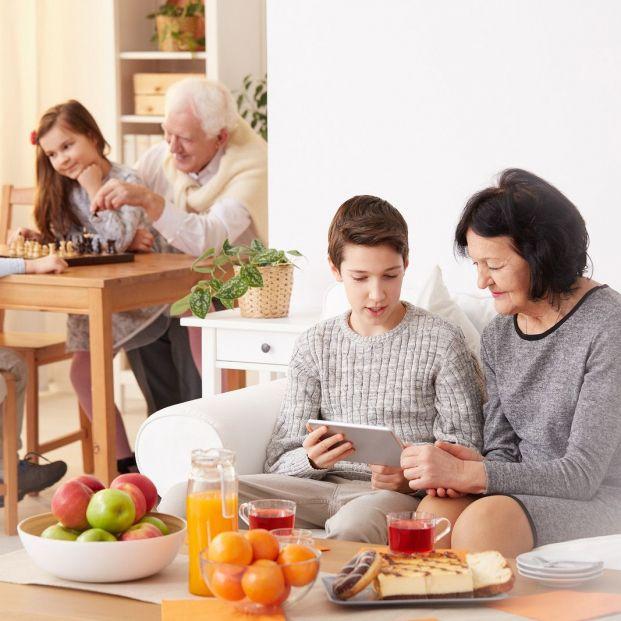 El ocio entre nuevas generaciones y mayores está condicionado por las tecnologías (Bigstcok)