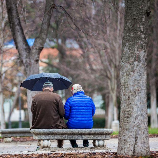 Los españoles bajarían antes las pensiones que el gasto en sanidad y educación