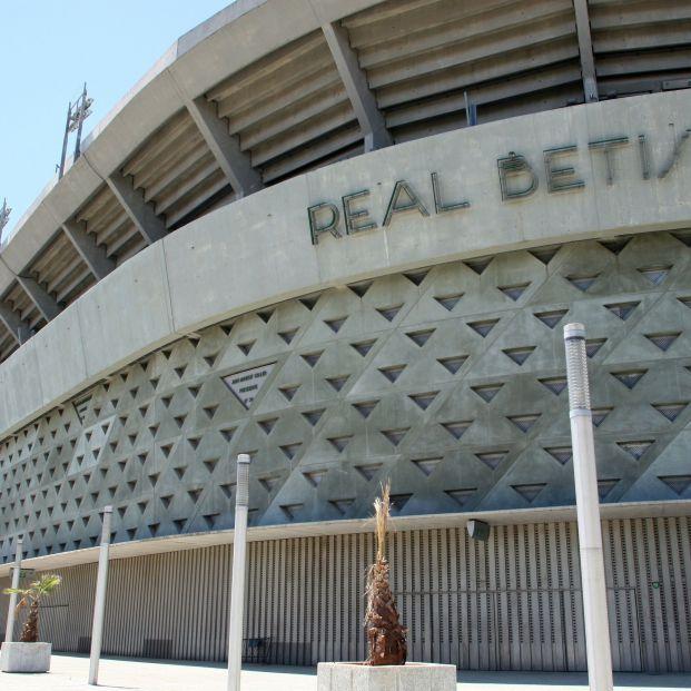 Andalucía estudia la vacunación masiva de mayores de 80 años en estadios de fútbol