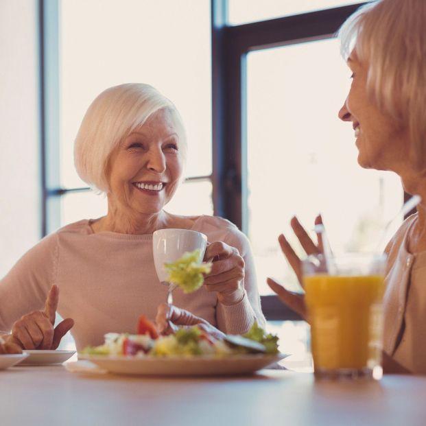 Cuáles son los requerimientos energéticos y nutricionales en personas mayores (Bigstock)