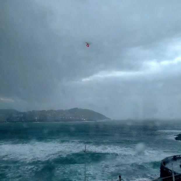 Salen al mar en pleno temporal con una moto acuática y obligan a desplegar un amplio operativo