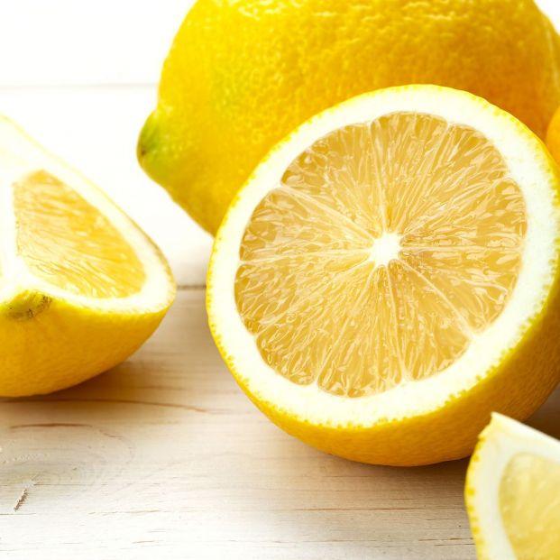 El truco infalible con el que mantener frescos tus limones y que no conocías