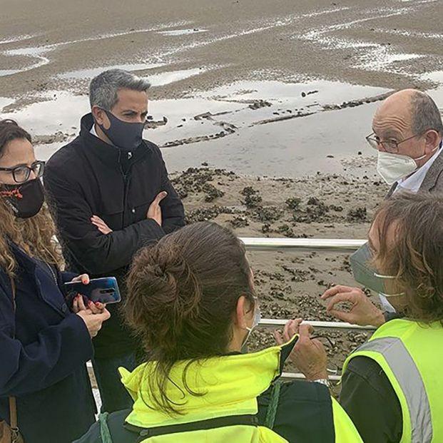 Las mareas sacan a la superficie un pecio que podría llevar más de 100 años hundido en Cantabria