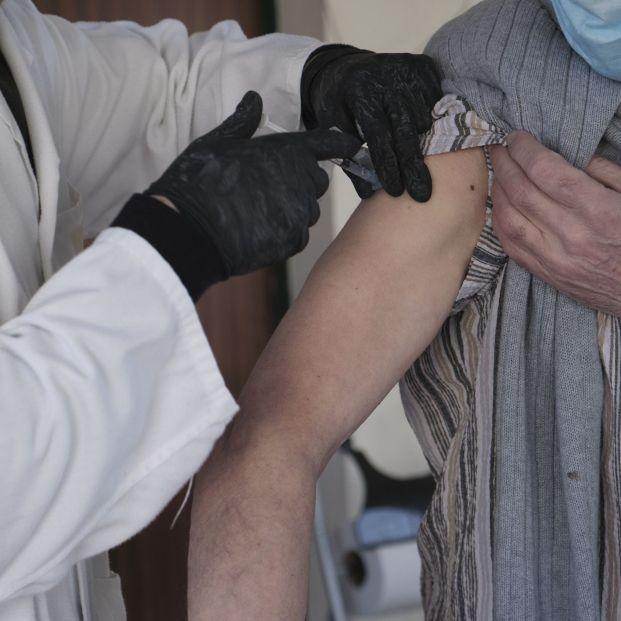 Aumentan las residencias con nuevos brotes de Covid tras administrar la segunda dosis de la vacuna