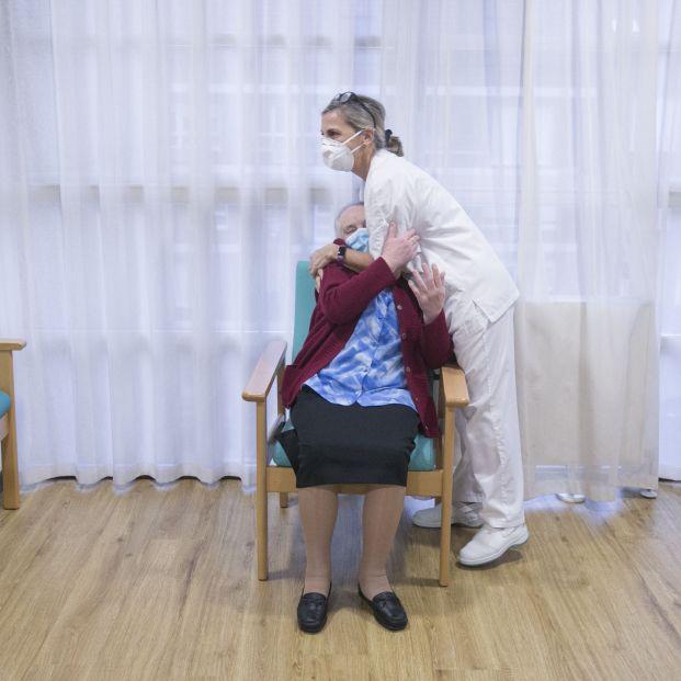 Alarma por los casos de mayores de residencias infectados de Covid tras recibir la segunda dosis