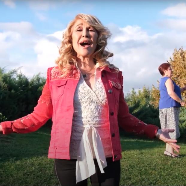 'A tu lado', de Helena Bianco: ¡Canta el himno de los mayores!
