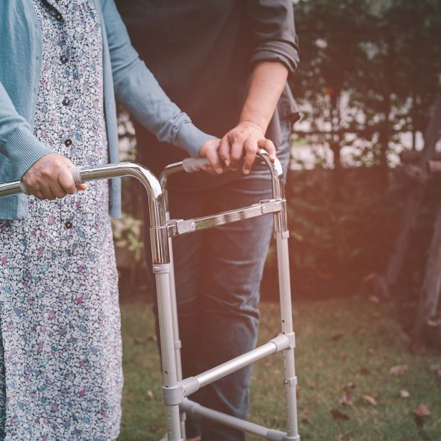 Asistente de personas mayores: ¿qué es y en qué te puede ayudar? (Foto Bigstock)