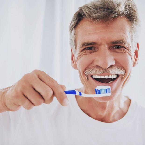 Te contamos qué pasta de dientes le va bien a tu prótesis dental (Foto Bigstock) 3