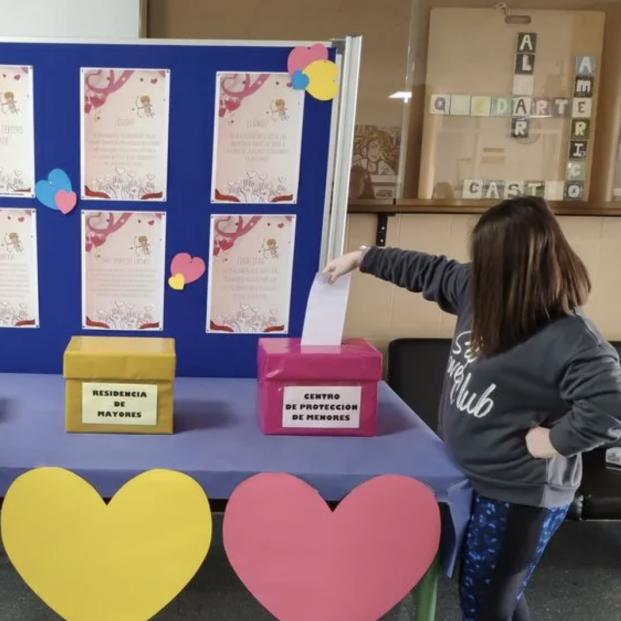 Un instituto de Granada celebra San Valentin con cartas de amor a los mayores