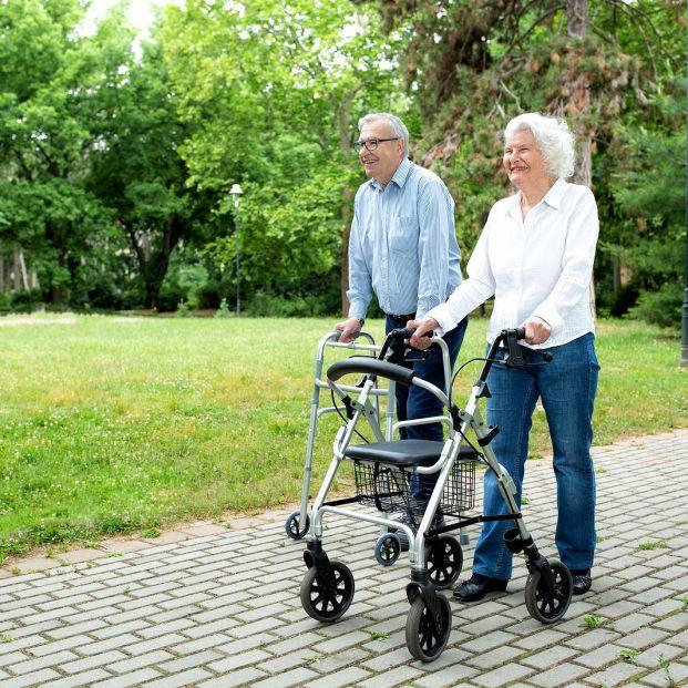 Ayudas para mayores: El caminador, úsalo correctamente