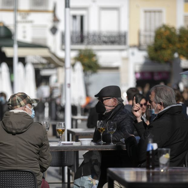 España sale por primera vez en 2021 del riesgo extremo por coronavirus