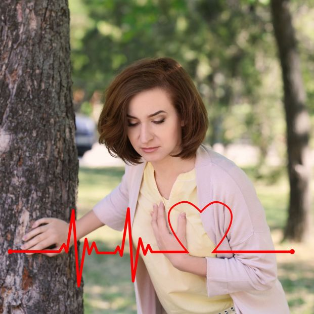 Mujer sufriendo un infarto