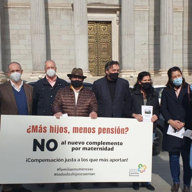 Pensiones: Familias numerosas denuncian en Europa el complemento de maternidad de Escrivá