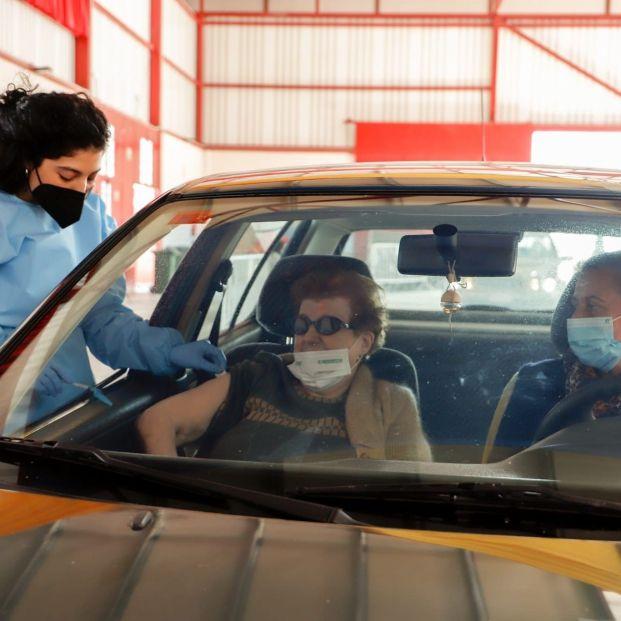 La vacunación de los mayores de 80: en polideportivos, desde el coche o a domicilio