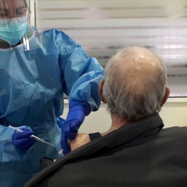 Una comunidad avisa que los mayores de 70 no se vacunarán hasta mayo si no llegan más dosis