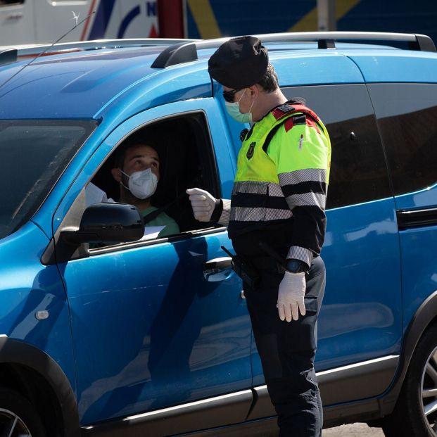 ¿Cuánto es la multa por ir en el coche sin mascarilla?