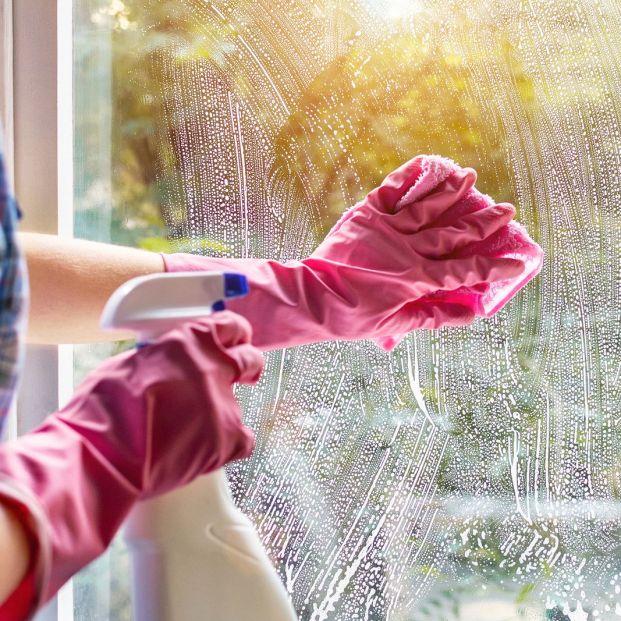 Cómo quitar rayones del cristal: trucos caseros y consejos Foto: bigstock