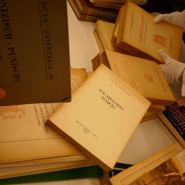 El Museo de Málaga recibe uno de los legados bibliográficos sobre la cultura fenicia más relevantes