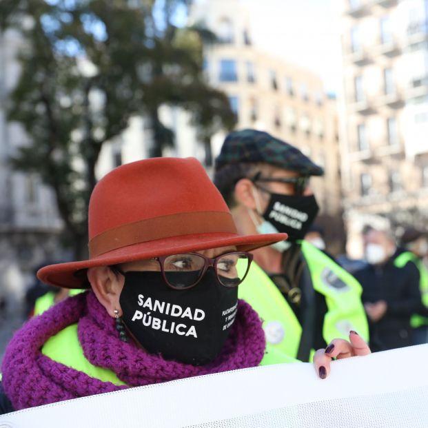 Pensionistas en lucha frente al Congreso, esta vez contra la brecha de género y el Pacto de Toledo