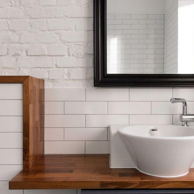 Pinta los azulejos del baño con estos sencillos pasos Foto: bigstock